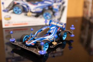 完成した青いミニ四駆の写真