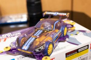 紫色の完成したミニ四駆の写真