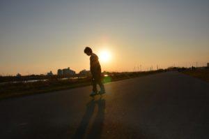 ブレイブボードに乗る少年の写真