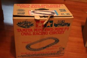 ミニ四駆コースの箱の写真