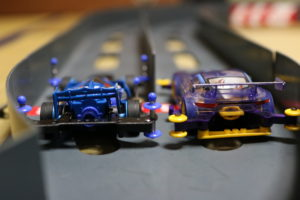 スタート前のミニ四駆の写真