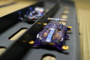走るミニ四駆の写真