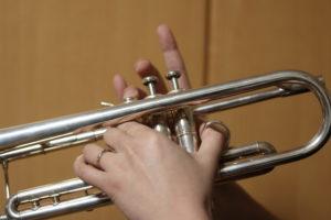 トランペット運指の練習写真