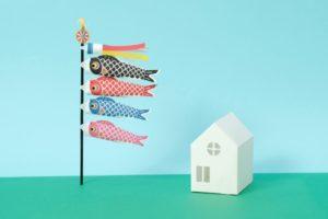 大きい鯉のぼりと一軒家のイラスト
