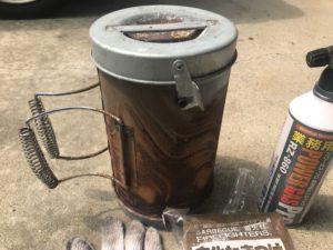 使い込んだ火起こし壺の写真