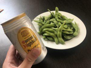 缶ハイボールと枝豆の写真